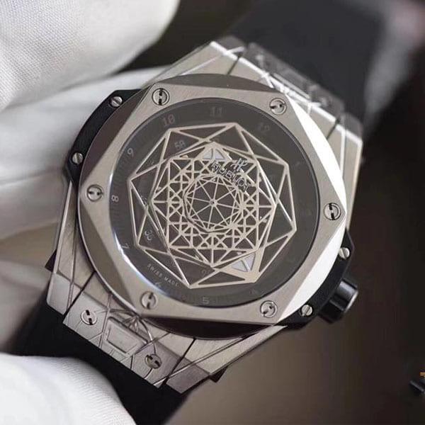 Hai phong cách phù hợp với đồng hồ Hublot dây da lộn, bạn đã biết chưa?